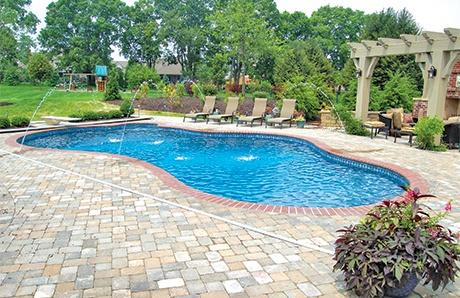 free-form-pool-with-laminars