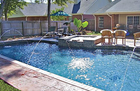deck-jets-on-rectangle-pool