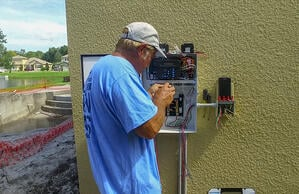 electrician-installing-pool-automation-1