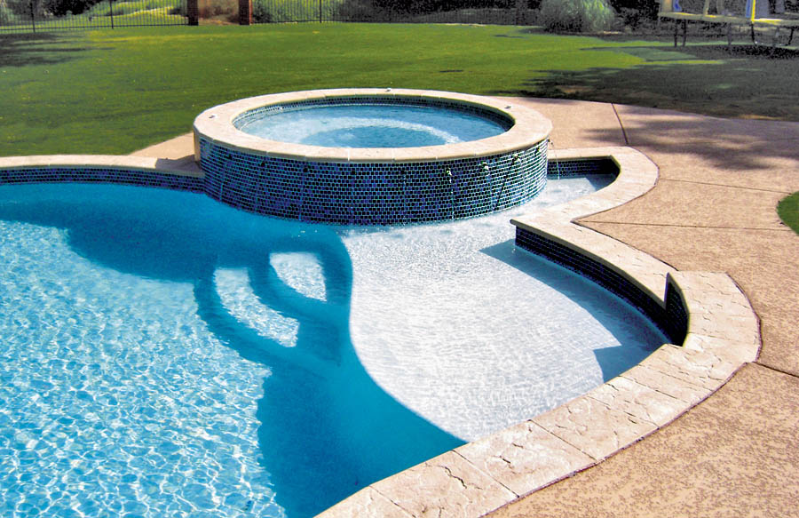 free-form-pool-with-round-spa-and-curved-Baja-shelf