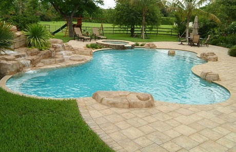 freeform-pool-with-pavers-in-offset-pattern.jpg