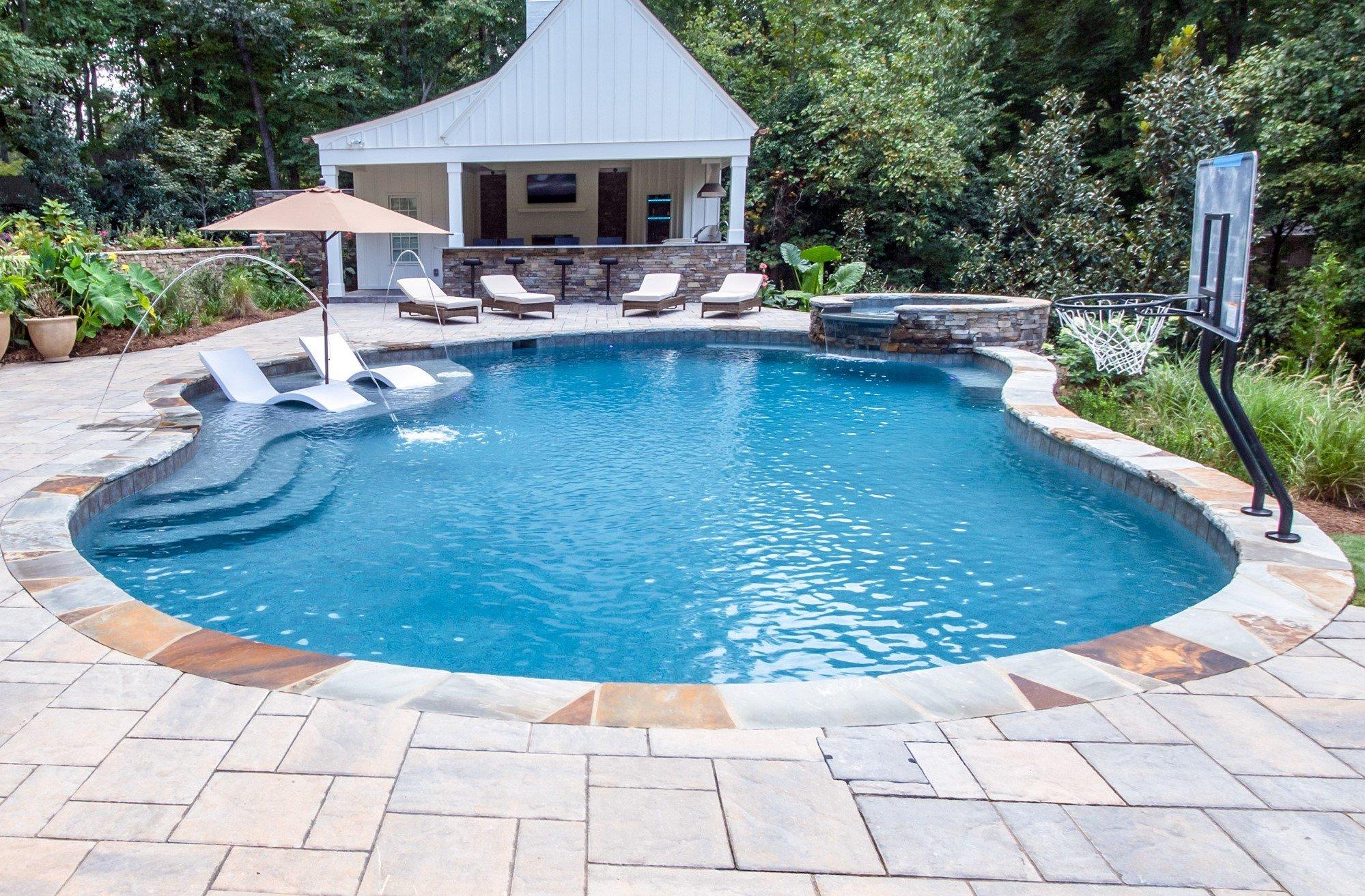 gunite-pool-with-tanning-ledge