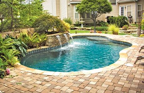 gunite-swimming-pool-with-water-feature.jpg