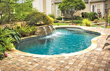 gunite-swimming-pool-with-water-feature.jpg