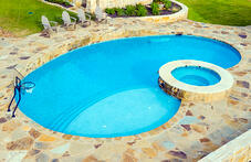 kidney-pool-with-raised-spa-and-flagstone-deck