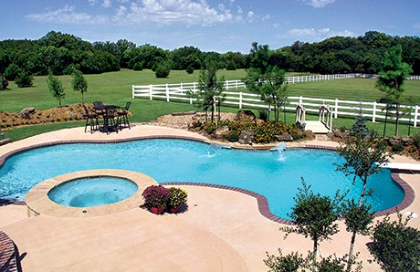 large-gunite-pool-with-round-spa.jpg