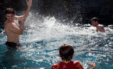people_splashing_water_in_swimming_pool.jpg