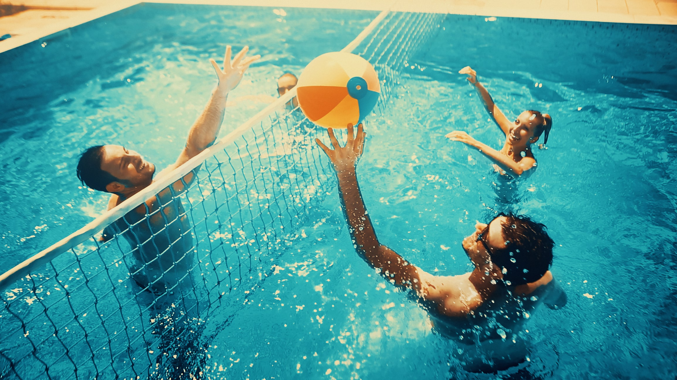 playing-volleyball-in-swimming-pool