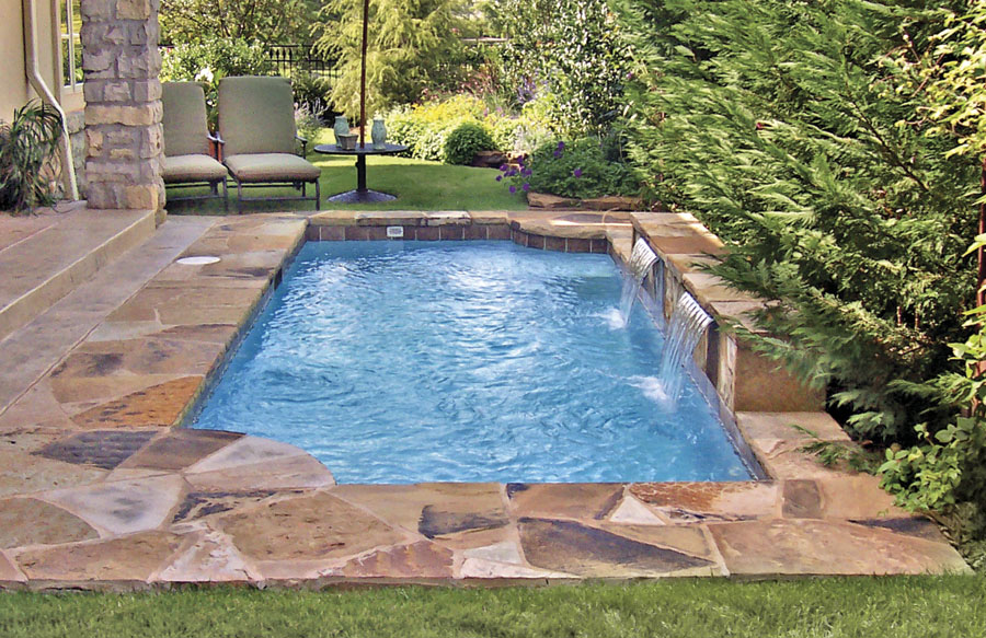 pool-with-flagstone-tile