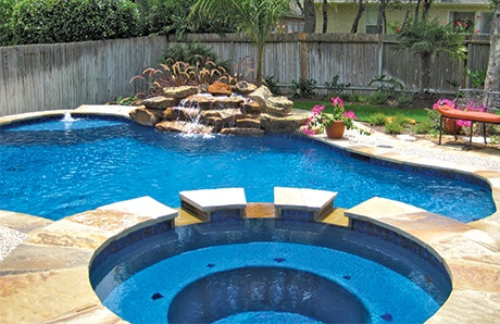 swimming-pool-with-blue-quartz-finish