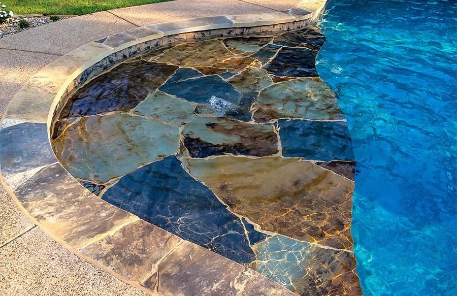 Swimmuing Pool With Flagstone Baja Shelf