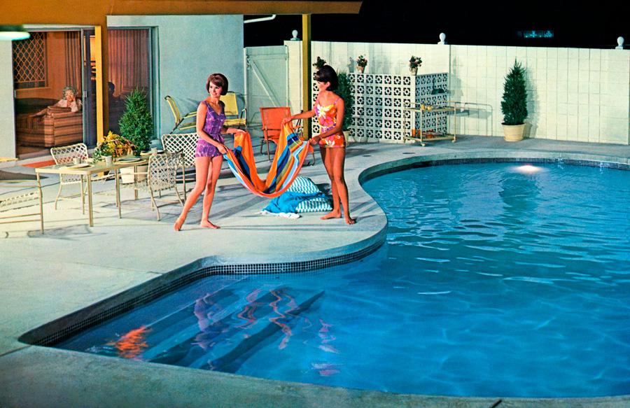 Sixties-pool-with-women