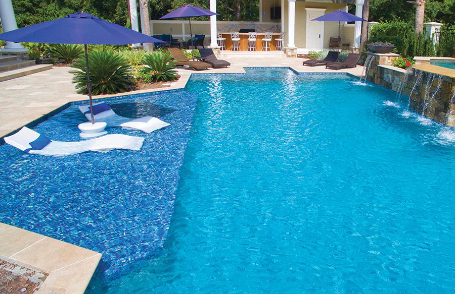 custom-pool-with-tanning-ledge