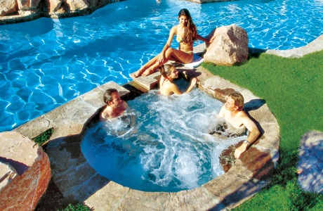 2._Swimming_Pool_with_Spa