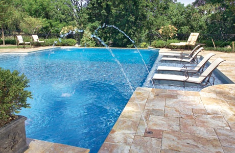 3._Swimming_Pool_with_Tanning_Ledge