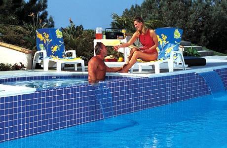 Pool-staycation-man-woman-drinks